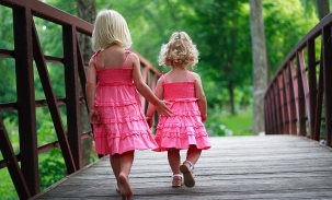girls-walking-bridge