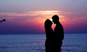 kissing-with-sunset