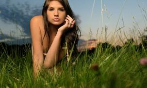 ally-green-grass