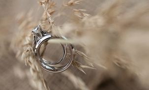 country wedding rings on grasses