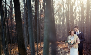 bride-and-groom-in-fall-woods