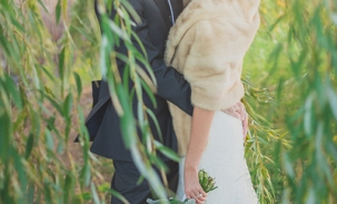 bride-and-groom-in-willow-tree